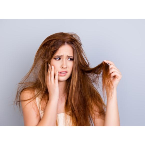 suche i łamliwe włosy – jak o nie dbać i jakie składniki roślinne im służą