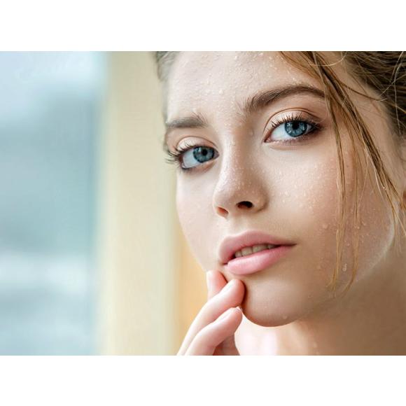 sucha skóra mimo nawilżania kremem. Jak powinna wyglądać kompleksowa pielęgnacja nawilżająca?