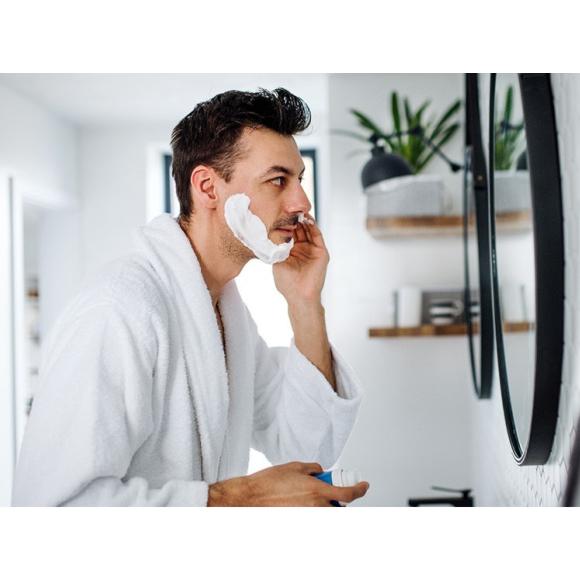 9 błędów w męskiej pielęgnacji twarzy, które powodują podrażnienia po goleniu