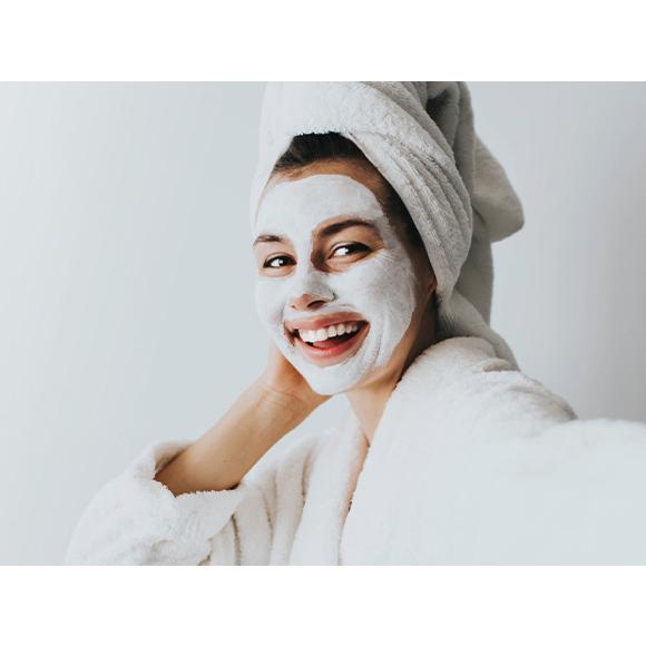 szybkie nawilżenie i regeneracja suchej skóry. Maseczki nawilżające na twarz.